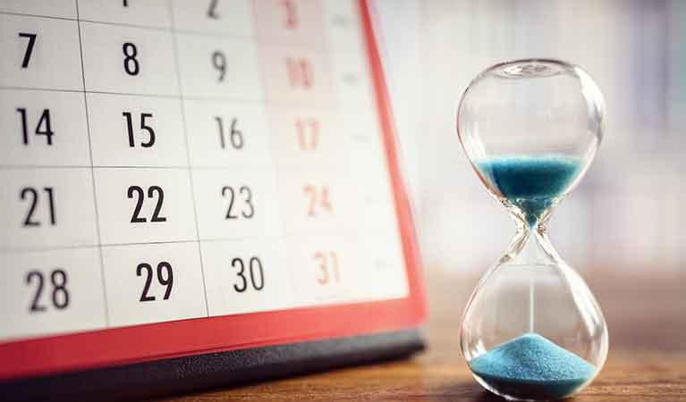 hour-glass-calendar