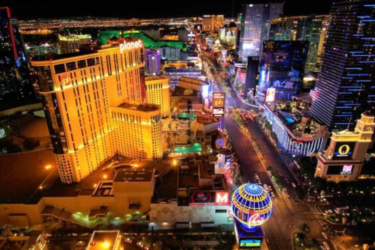A night view of Las Vegas' casino hub.