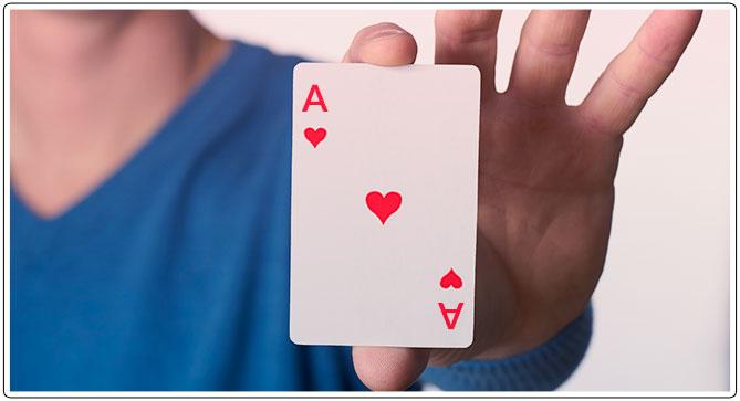Gambar penentuan kartu yang menang di Indian Poker