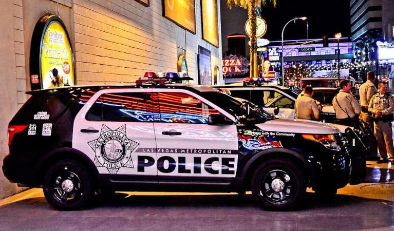 las-vegas-metropolitan-police-car-and-officers