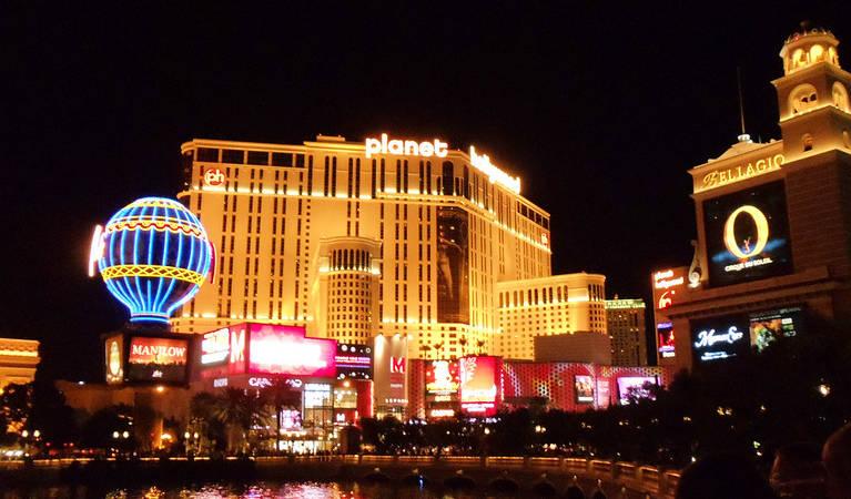 planet-hollywood-casino-at-night